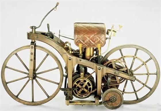 Первый мотоцикл. 1885 г.