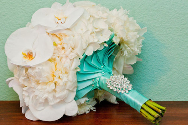 tiffany-blue-theme-wedding-bouquet